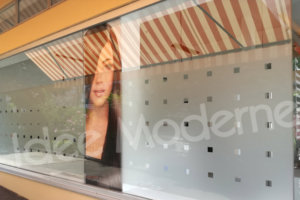 decorazione vetrine stampa digitale e pvc ad intaglio